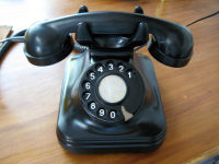 swiss-bakelite-phone.jpg