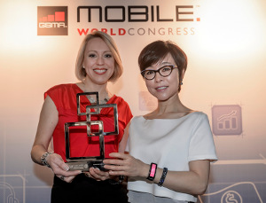 Sasha Twining - News Anchor - and Younghee Lee - Executive VP of Global Marketing  Mobile Communications Business at Samsung Electronics