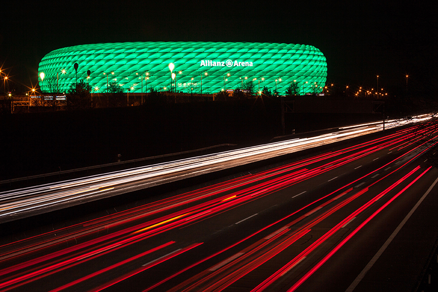 Philips-connected-LED-lighting-for-Allianz-Arena_facade-lighting_green-for-St-Patricks-dayWEB