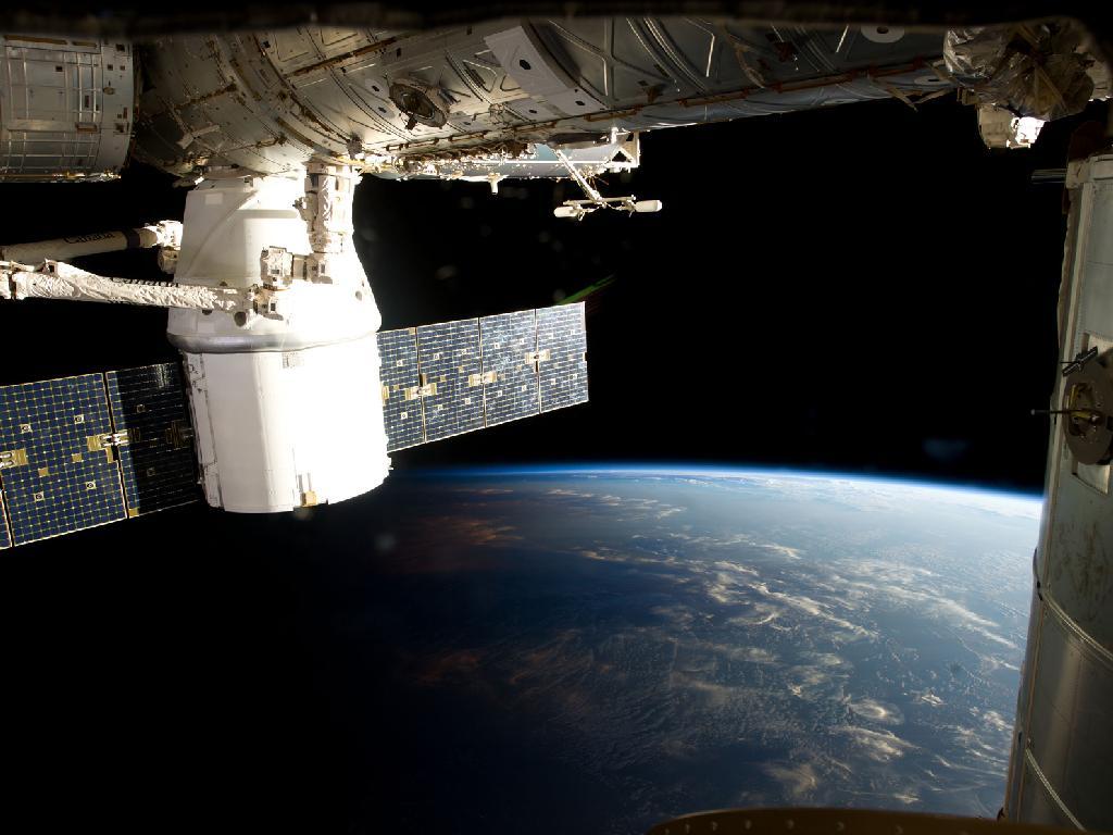 lunar bound spacecraft - photo #1