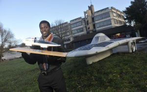 ©Si Barber/07739 472 922. (l-r)  Cambridge University student   Keno Marioghae,with his EcoRacer 23.11.2012. FREE EDITORIAL USE