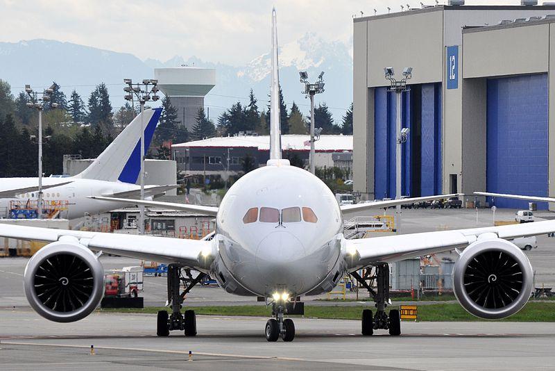 American_Airlines,_Boeing_787-8_Dreamliner,_N805AN_-_PAE_(18677833553)