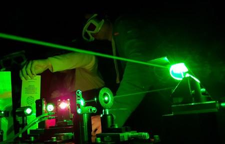 Hot electron capture boosts perovskite solar cells